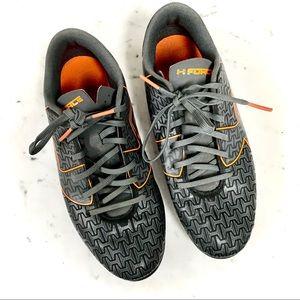 UNDER ARMOUR GRAY/Orange Sport Cleats   Sz. 6Y